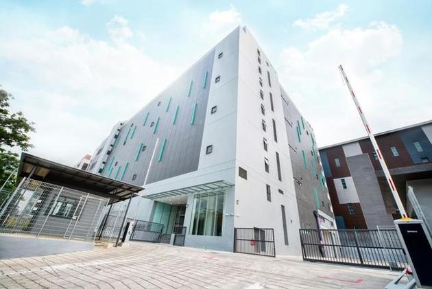 Keppel DC Singapore 5 (KDC SGP 5) is located in Jurong, Singapore. The facility is a five-storey, purpose-built, carrier-neutral colocation data centre hosting leading internet enterprise and IT se...