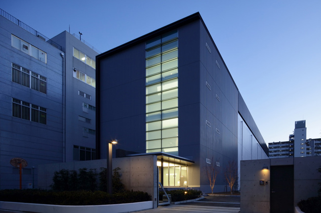 Situated near the existing TY3 IBX data center as well as Tokyo's financial district, Equinix TY5 is a four-story purpose built facility, built to withstand earthquakes.